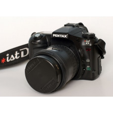 Комплект: фотокамера Pentax *ist D и объектив Pentax SMC DA 16-45mm f/4ED